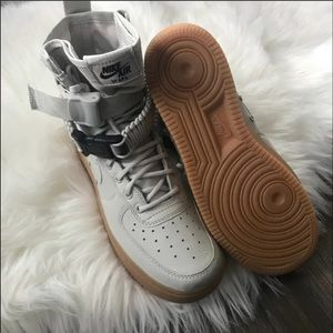 Nike Shoes - Brand New Nike Air Force 1 SF Light Bone